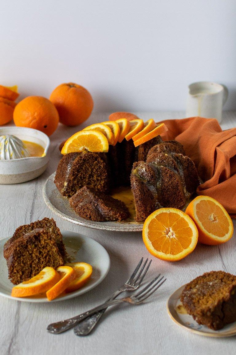 torta vegana all'arancia, con spremuta d'arancia fresca