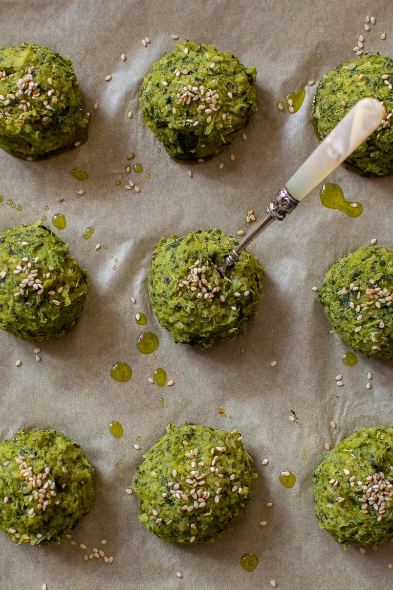 polpette verdi a base di cime di rapa, miglio e fagioli cannellini