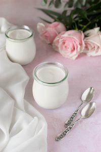 vasetti di yogurt di soia fatto in casa